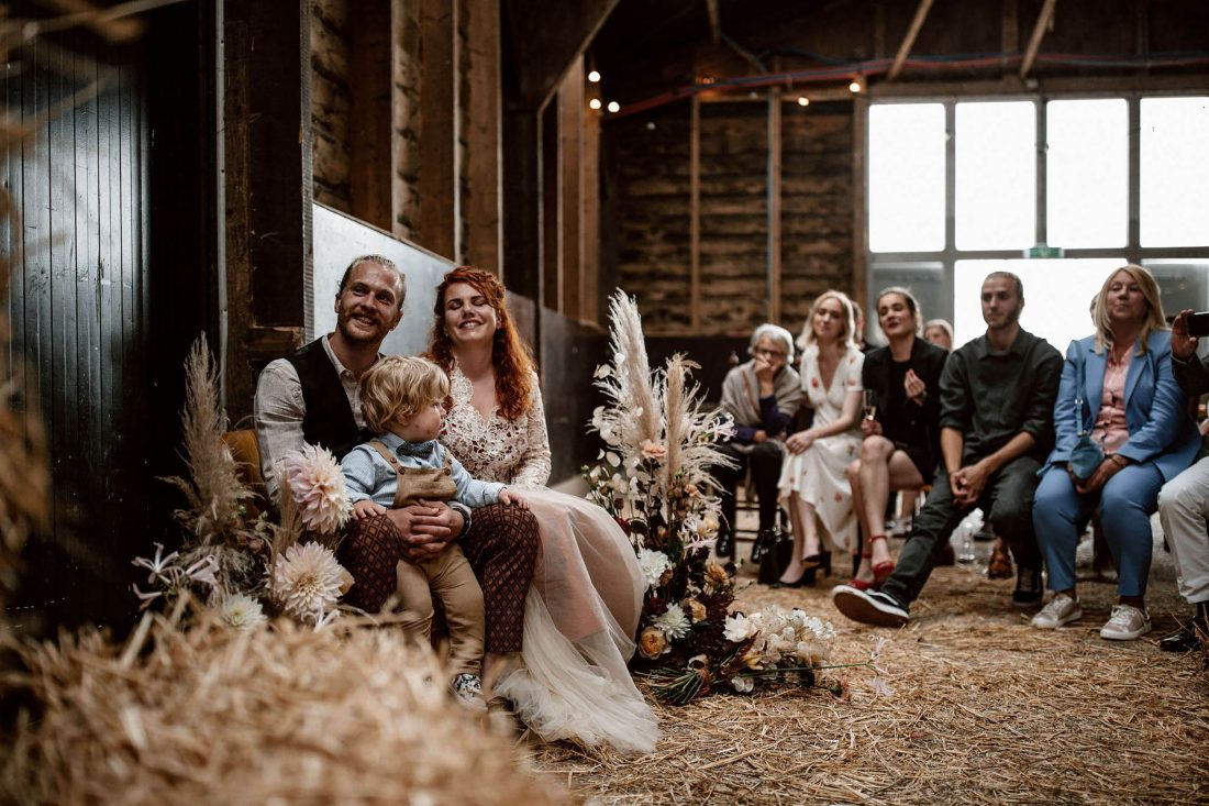 Bruidspaar in schuur